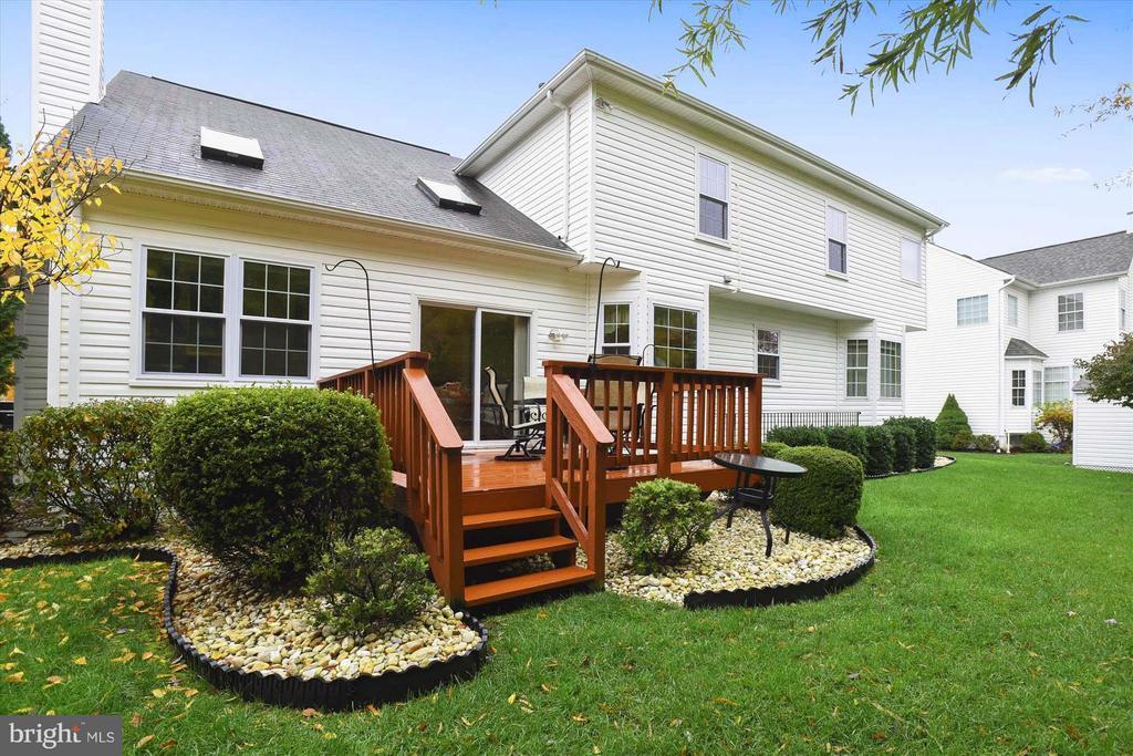 Picture-perfect Backyard Deck - 43154 PARKERS RIDGE DR, LEESBURG