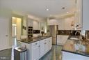 Kitchen boasts plenty of counter space and storage - 43154 PARKERS RIDGE DR, LEESBURG