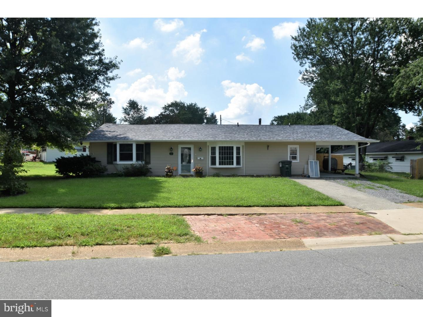 Photo of home for sale at 31 Mallboro Drive, Newark DE