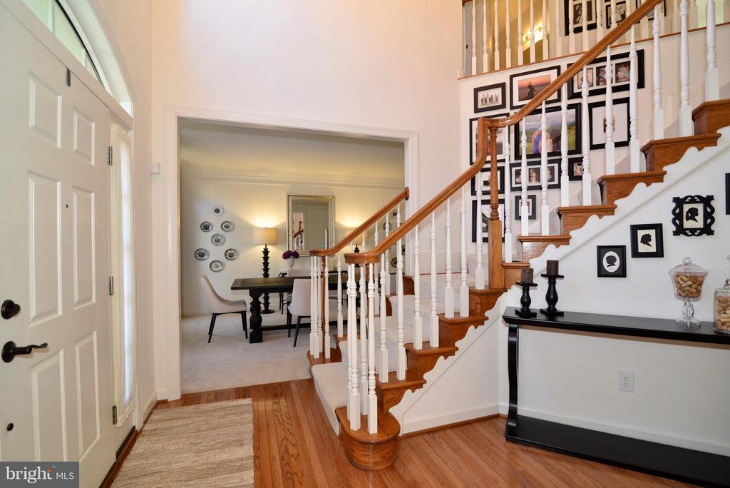 Entryway with view to Dining Room - 21439 BASIL CT, BROADLANDS