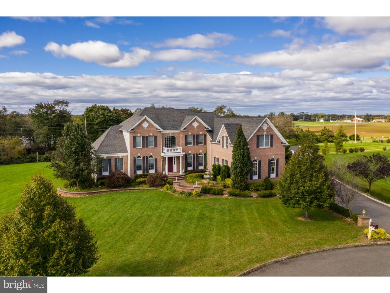 Частный односемейный дом для того Продажа на 5 GREENS Court Cream Ridge, Нью-Джерси 08514 Соединенные ШтатыВ/Около: Upper Freehold Township