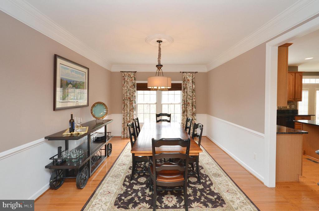 Dining Room with crown molding - 18490 ORCHID DR, LEESBURG