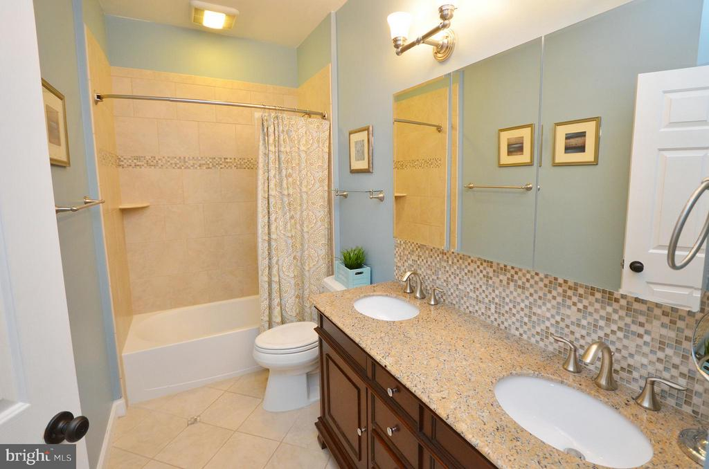 Updated Hall Bathroom - 18490 ORCHID DR, LEESBURG