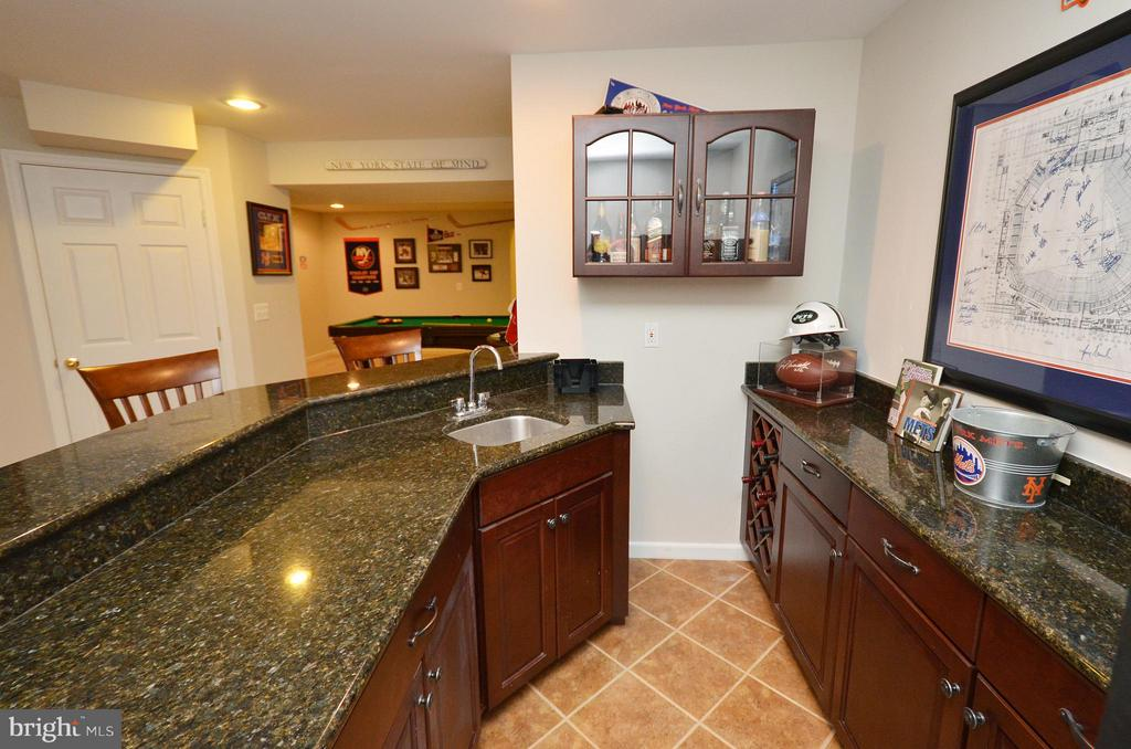 Wet Bar Recreation Room Lower Level - 18490 ORCHID DR, LEESBURG