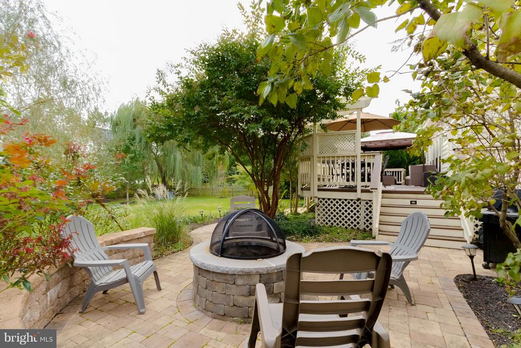 New stone patio with fire-pit - 18490 ORCHID DR, LEESBURG