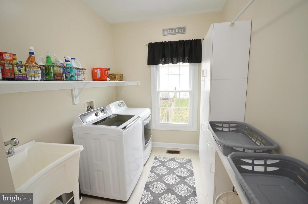Main floor sunny laundry room - 18490 ORCHID DR, LEESBURG