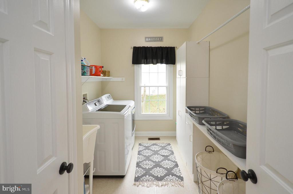 Lots of storage and utility sink - 18490 ORCHID DR, LEESBURG