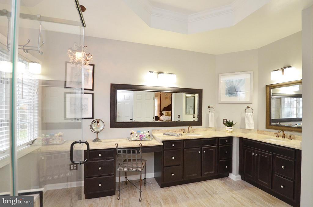 Gorgeous newly renovated master bath - 18490 ORCHID DR, LEESBURG