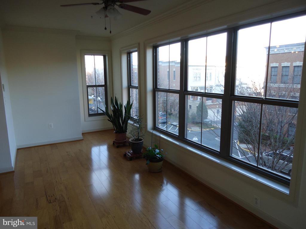 Bonus (8'x23') Sun Room Filled w/Natural Light - 485 HARBOR SIDE ST #306, WOODBRIDGE