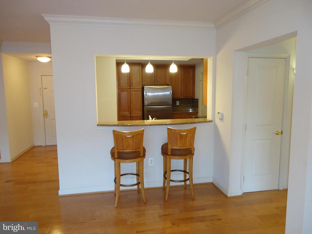 Convenient Window from Kitchen to Great Room - 485 HARBOR SIDE ST #306, WOODBRIDGE
