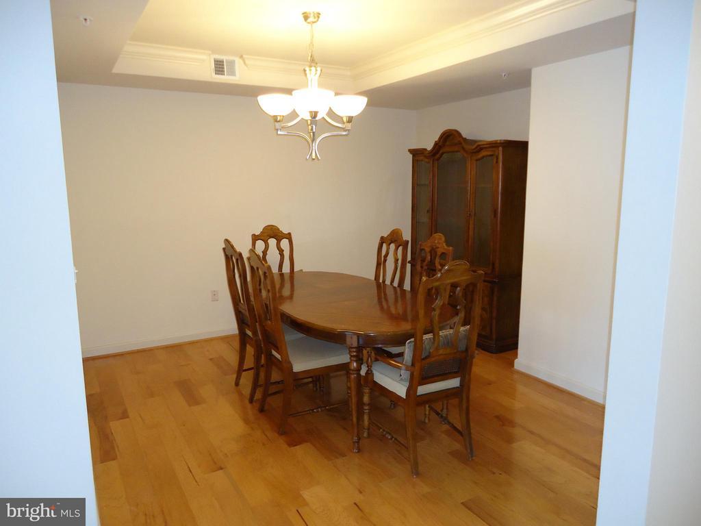 Separate Room (12'x12') - Host Dinner Parties? - 485 HARBOR SIDE ST #306, WOODBRIDGE