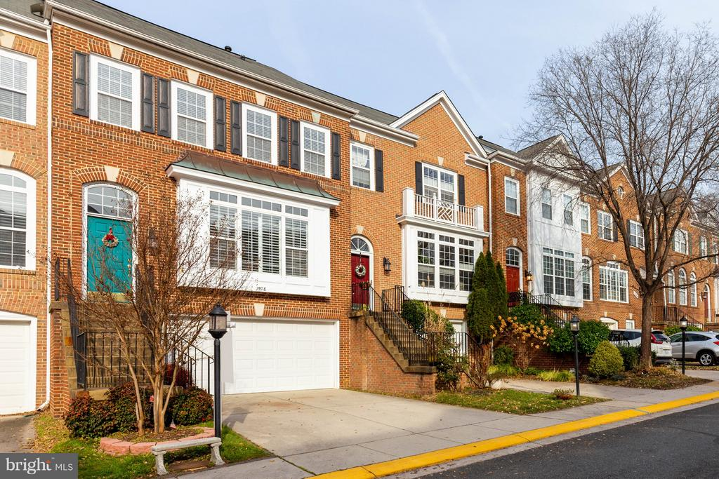 Lovely Neighborhood - 1978 LOGAN MANOR DR, RESTON
