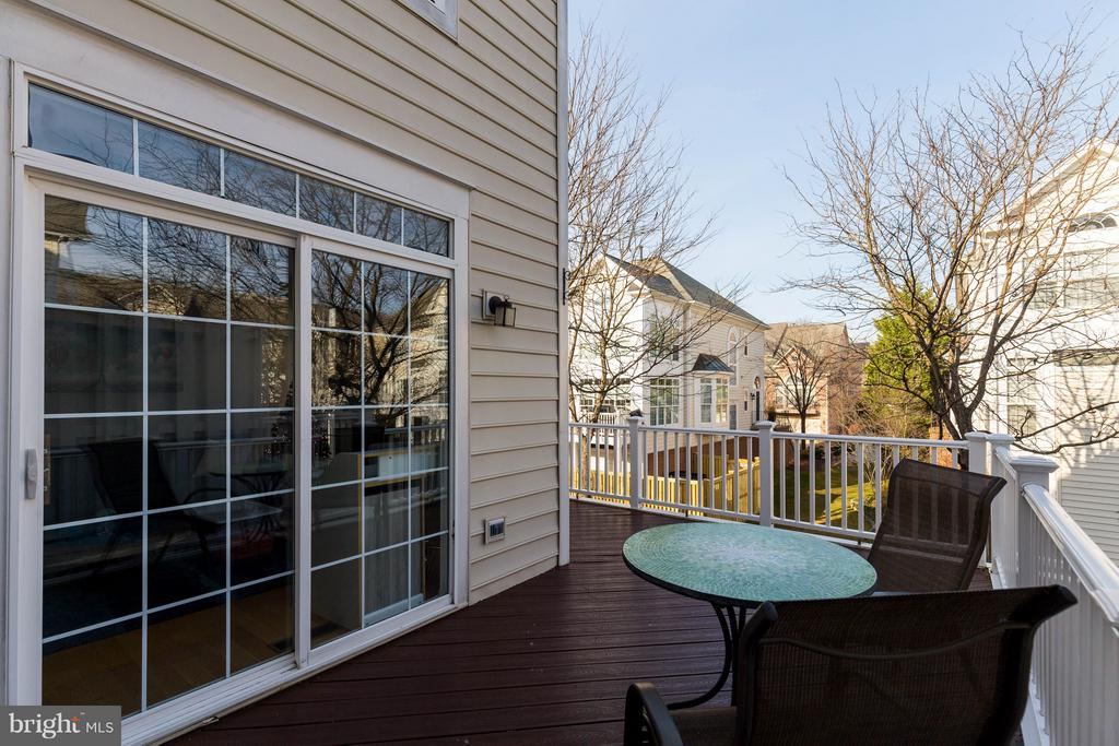 Low Maintenance Deck - 1978 LOGAN MANOR DR, RESTON