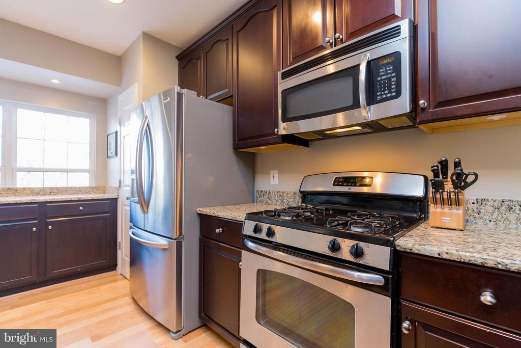 Stainless Steel Appliances - 1978 LOGAN MANOR DR, RESTON