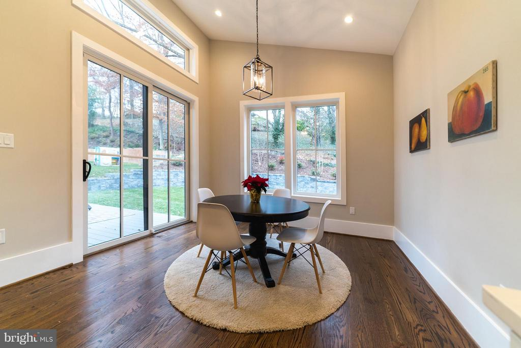 Breakfast nook with vaulted ceiling - 2146 POLLARD ST N, ARLINGTON