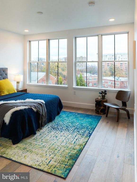 Eastern exposure in master bedroom - 1245 PIERCE ST N #8, ARLINGTON