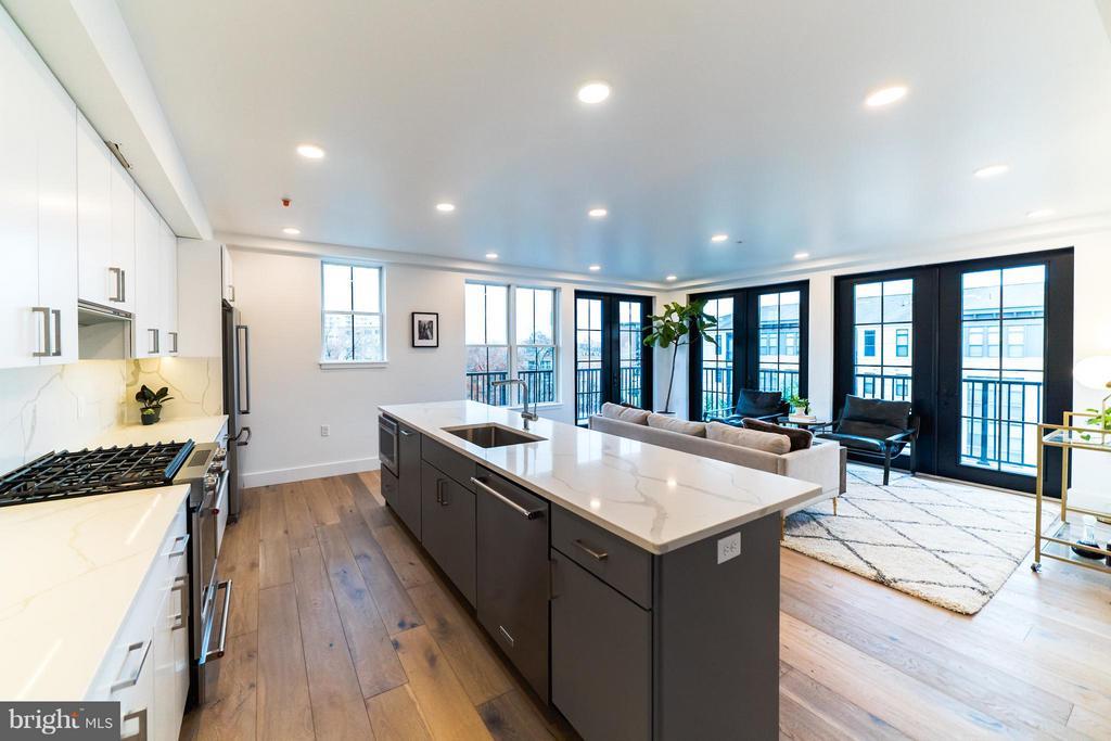 This unit has a corner of floor to ceiling windows - 1245 PIERCE ST N #8, ARLINGTON