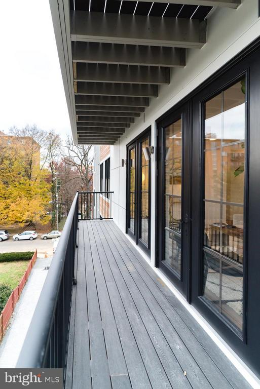 HUGE private balcony - 1245 PIERCE ST N #8, ARLINGTON