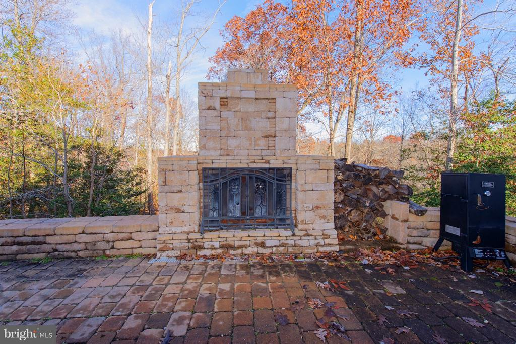 Patio Fireplace - 130 BRITTANY MANOR WAY, STAFFORD