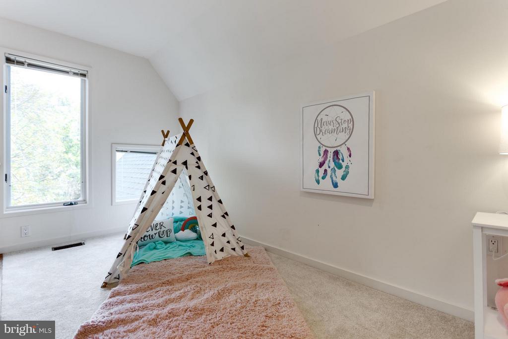 Secret Loft Space in Bedroom! - 11581 GREENWICH POINT RD, RESTON