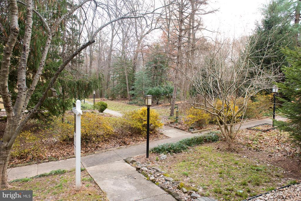 Community common grounds right out your front door - 2358 SOFT WIND CT, RESTON