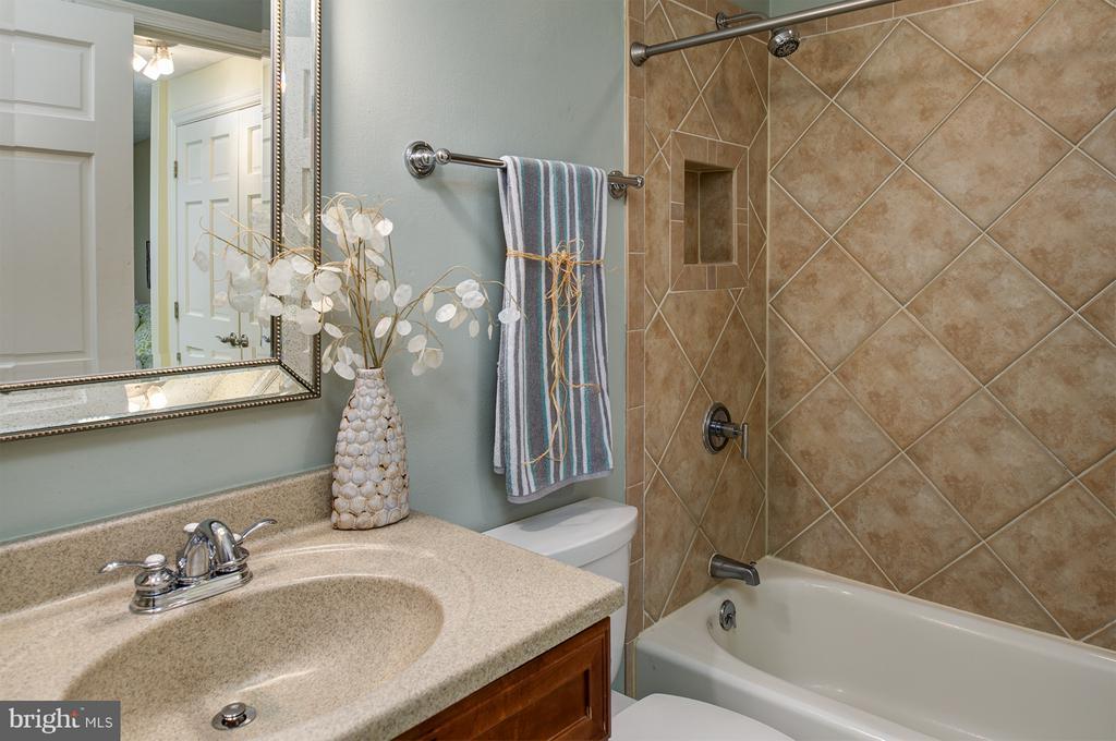 Updated bath - 1652 HARVEST GREEN CT, RESTON
