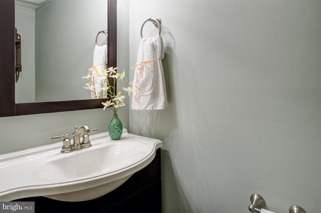 Lower level half bath - 1652 HARVEST GREEN CT, RESTON