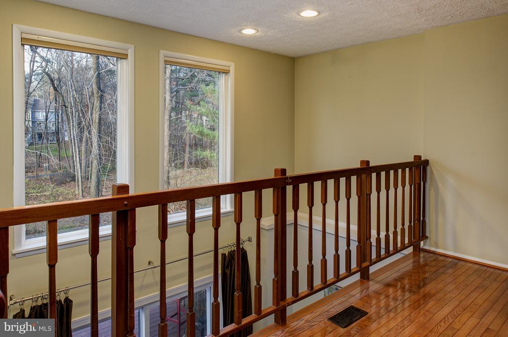 Overlooks family room - 1652 HARVEST GREEN CT, RESTON