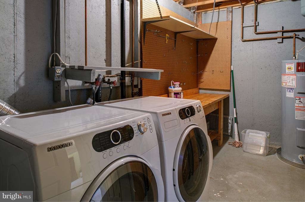 Front load washer and dryer - 1652 HARVEST GREEN CT, RESTON