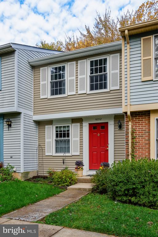 One assigned parking space & tons of open spaces - 1652 HARVEST GREEN CT, RESTON