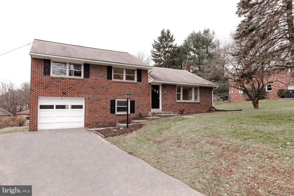 244  LANDIS VALLEY ROAD, Manheim Township in LANCASTER County, PA 17543 Home for Sale