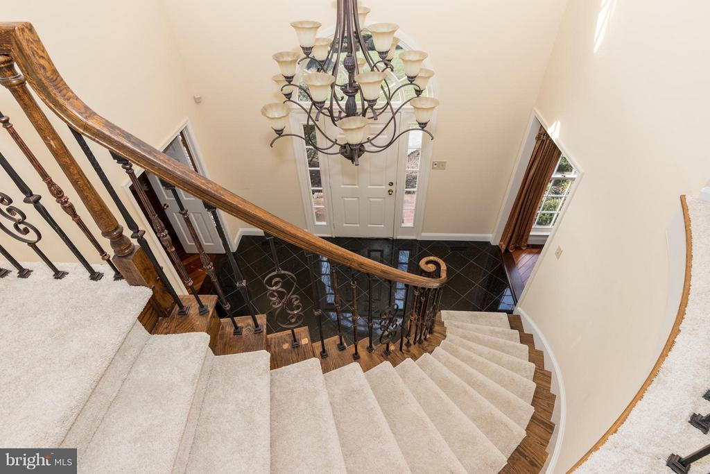 Special electronic device lowers this chandelier - 7523 RAMBLING RIDGE DR, FAIRFAX STATION