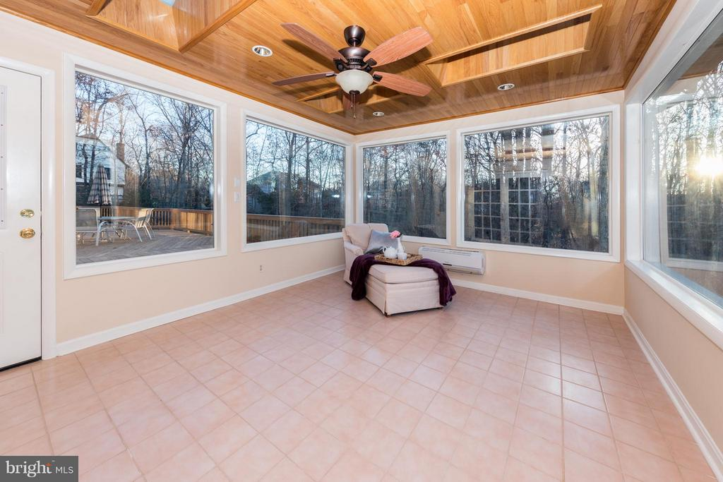 Gorgeous Sun room off of the Master Suite! - 7523 RAMBLING RIDGE DR, FAIRFAX STATION