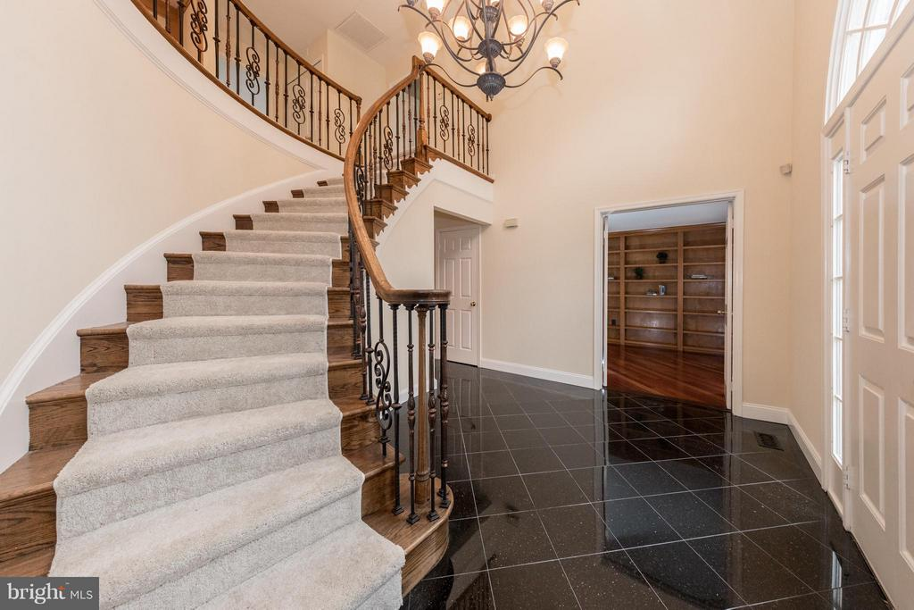 Stunning foyer greets your guests! - 7523 RAMBLING RIDGE DR, FAIRFAX STATION