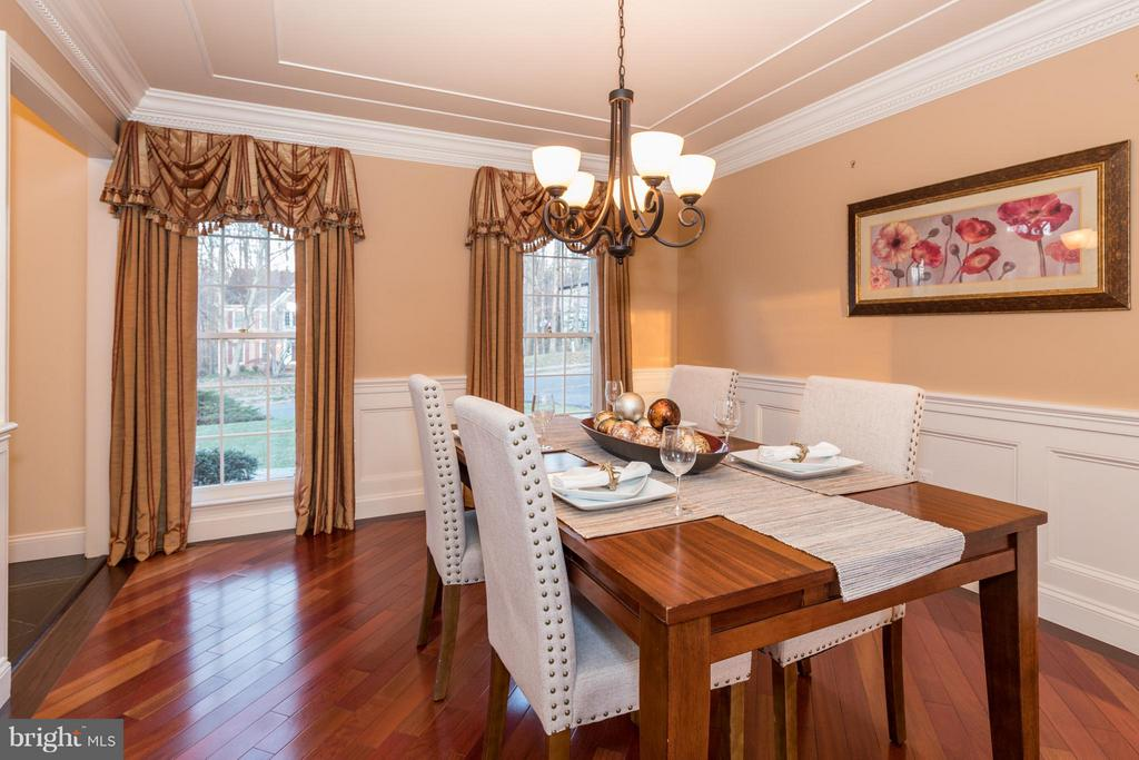 Note the custom molding detail in this dining room - 7523 RAMBLING RIDGE DR, FAIRFAX STATION