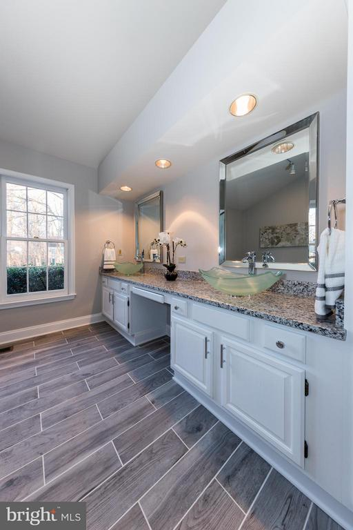 Loads of cabinetry in this master bath - 7523 RAMBLING RIDGE DR, FAIRFAX STATION