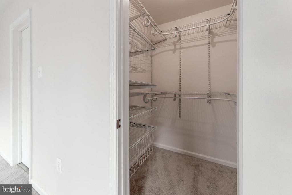 Large walk-in closet - 7523 RAMBLING RIDGE DR, FAIRFAX STATION