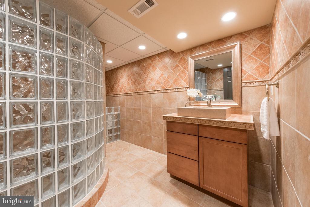Spa lower level bathroom - 7523 RAMBLING RIDGE DR, FAIRFAX STATION