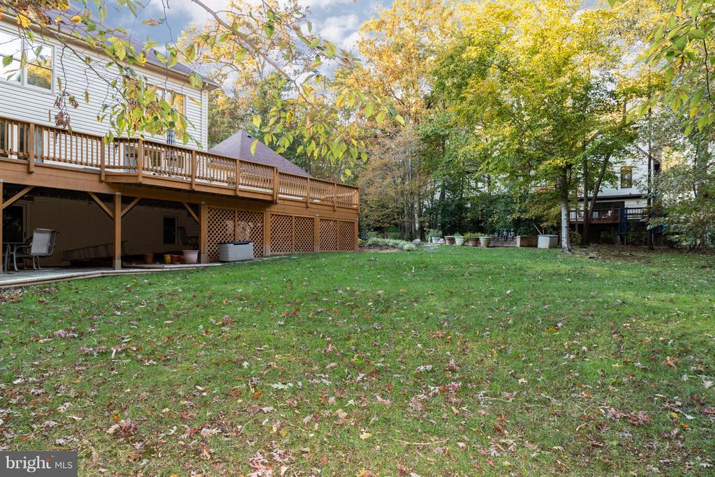 Huge level lot allows for lots of room to play! - 7523 RAMBLING RIDGE DR, FAIRFAX STATION
