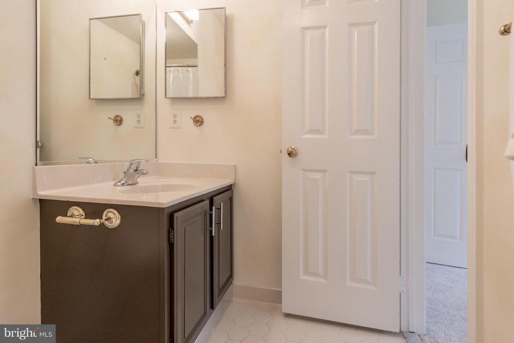 This full bathroom is off of bedroom #3 - 7523 RAMBLING RIDGE DR, FAIRFAX STATION