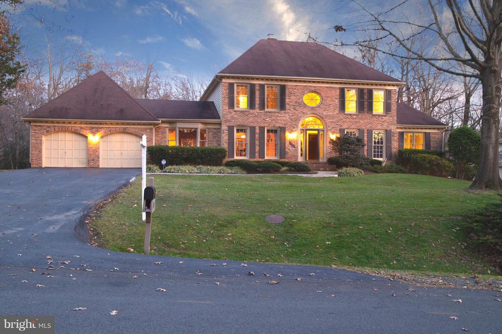 Twilight highlights this gorgeous home! - 7523 RAMBLING RIDGE DR, FAIRFAX STATION