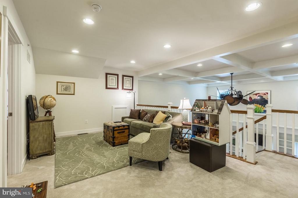 Upper Loft Sitting Room, recessed lighting - 17041 SILVER ARROW DR, DUMFRIES