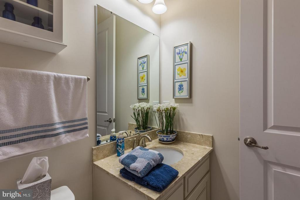 There are two and half baths on the main floor! - 17041 SILVER ARROW DR, DUMFRIES