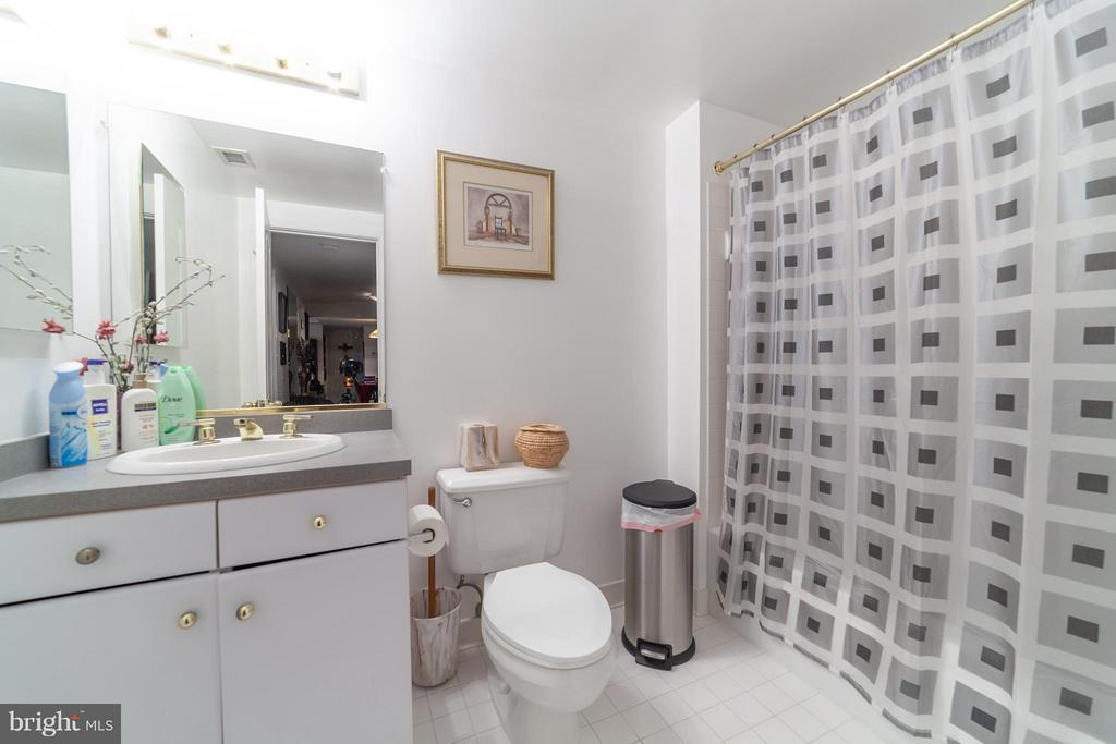 Second full bath - 10001 WINDSTREAM DR #207, COLUMBIA