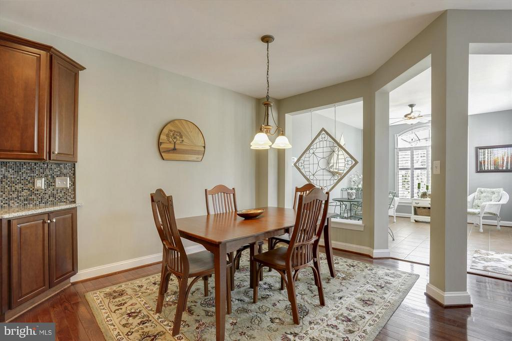 Eat in Table Space in Kitchen Area - 43613 CARRADOC FARM TER, LEESBURG