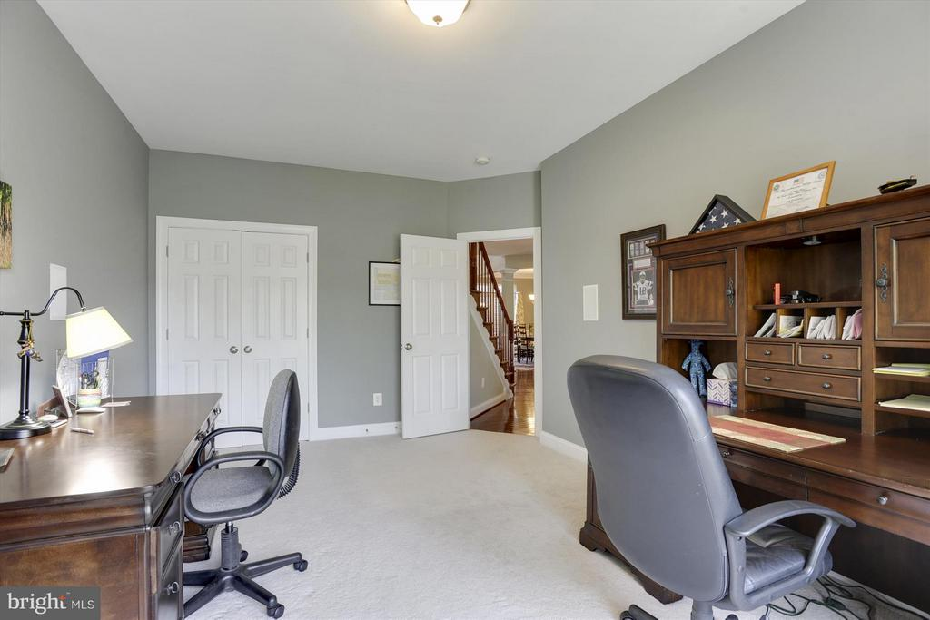 First Floor Office Space or Guest Room - 43613 CARRADOC FARM TER, LEESBURG
