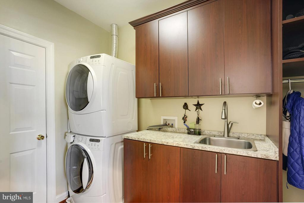 1St Floor Laundry & Second Level Laundry - 43613 CARRADOC FARM TER, LEESBURG