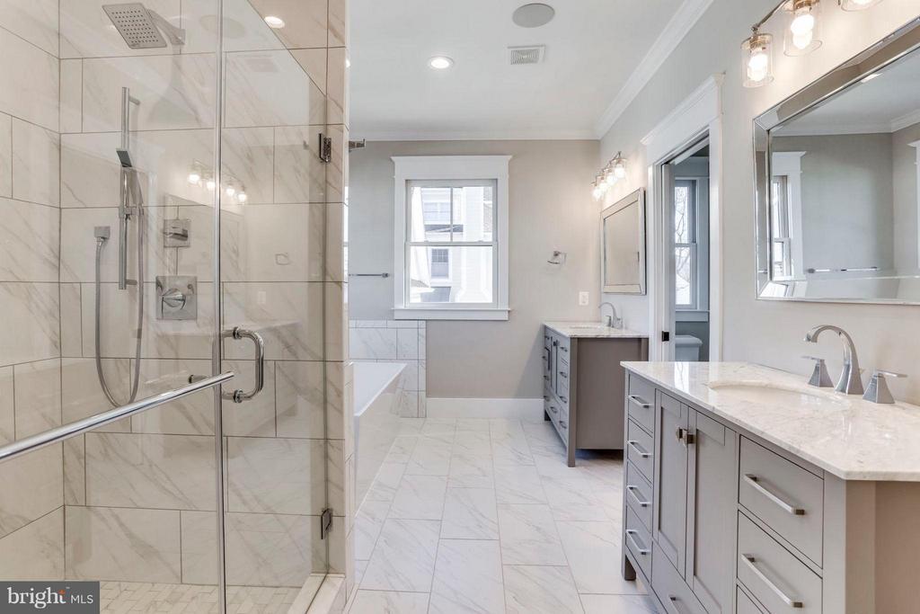 Stunning Master Bath with dual vanities - 6713 19TH ST N, ARLINGTON