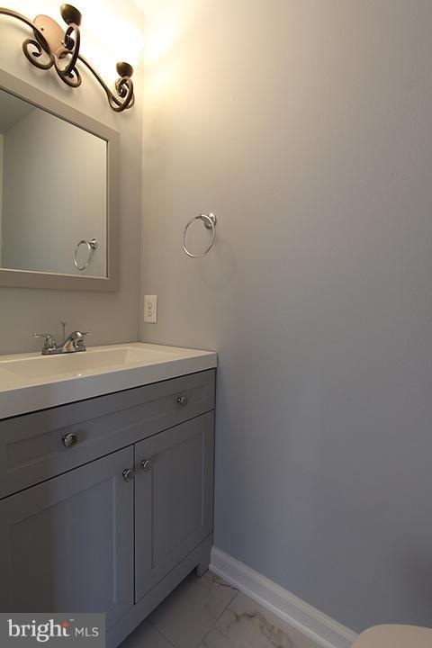 Renovated powder bathroom - 843 SMARTTS LN NE, LEESBURG