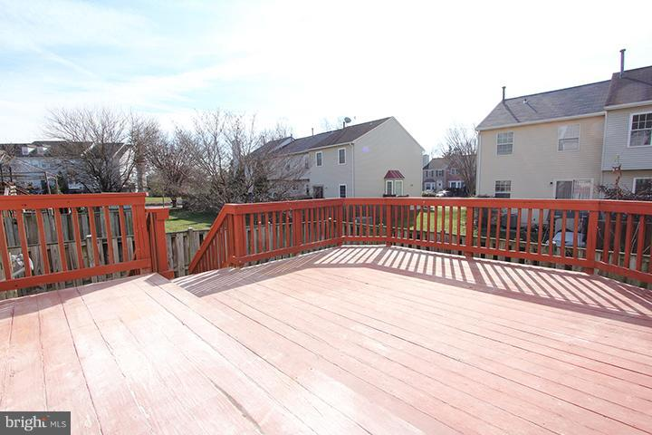 Large deck for relaxing! - 843 SMARTTS LN NE, LEESBURG